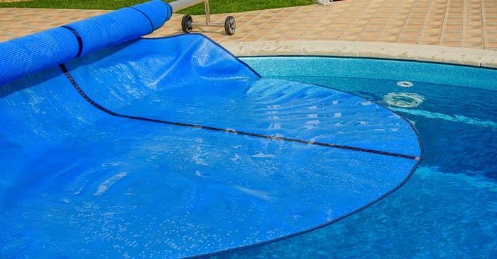 usar capa em piscinas aquecidas